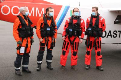Pilots Dries Noppe and Pieter Janssens, minister of the North Sea Vincent Van Quickenborne and operator Ward Van Roy (from left to right) after the successful sniffer mission with the Coastguard aircraft OO-MMM. Image : RBINS/MUMM