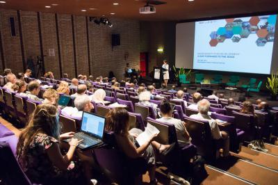 Opening van het colloquium door Mevr. Pisani, Algemeen Directeur van het KBIN. (Foto: KBIN/T. Hubin)