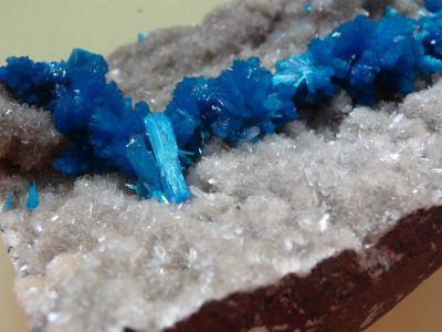 Mooie wit-blauwe 'canvasiet' in de mineralencollectie
