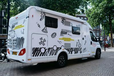 De Do-It-Together wetenschapsbus reist door Europa.