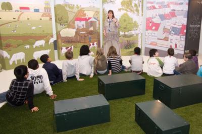 De kinderen ontdekken welke negatieve en positieve impact we hebben op de biodiversiteit in de stad.