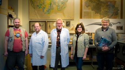 Het Plateoteam: die paleontologen en technici van het Museum voor Natuurwetenschappen hebben de botten vrijgemaakt en het skelet van Ben gereconstrueerd (foto : KBIN)