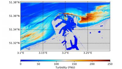 Watertroebelheid in en rond Zeebrugge geschat op basis van een Pléiades-afbeelding na toepassing van het Dark Spectrum Fitting-algoritme (Beeld: KBIN). Merk op dat de hoge troebelheidszones niet zichtbaar waren op het oorspronkelijke satellietbeeld.