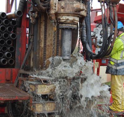 Bij geothermische energie wordt in de ondergrond geboord om er aardwarmte aan te onttrekken. (Foto: KBIN)