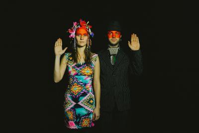 Het muzikale duo 'Sages comme des sauvages'
