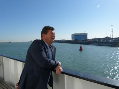 Secretary of State Tommelein on board of RV Belgica (photo: RBINS)