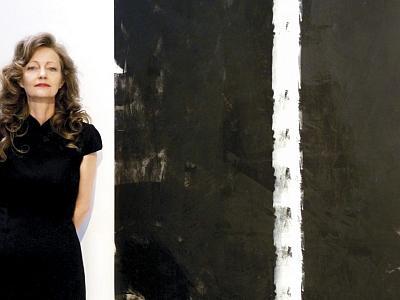 Erica Hinyot naast één van haar creaties (foto: Marie Di Francesco)