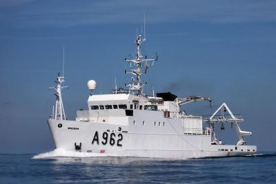 Le navire de recherche RV Belgica mesure 50,9 m de long pour 10 m de large. Sa vitesse de croisière est de 12 noeuds (22 km/h) et son autonomie, à vitesse, est de 5000 milles en 20 jours. (photo : IRSNB)
