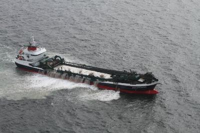 Un navire de dragage