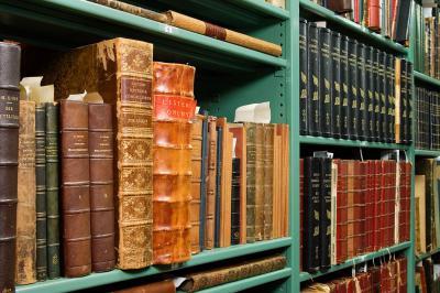 Enkele van de 8000 boeken uit de verzameling Dautzenberg