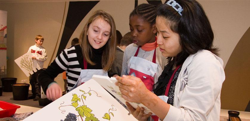 Children in the exhibition-workshop BiodiverCity