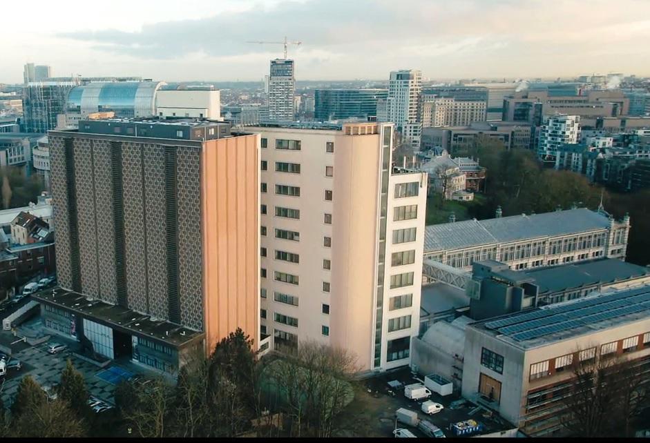 Ons onderzoeksinstituut in primetime op tv. (Foto: Diplodokus)