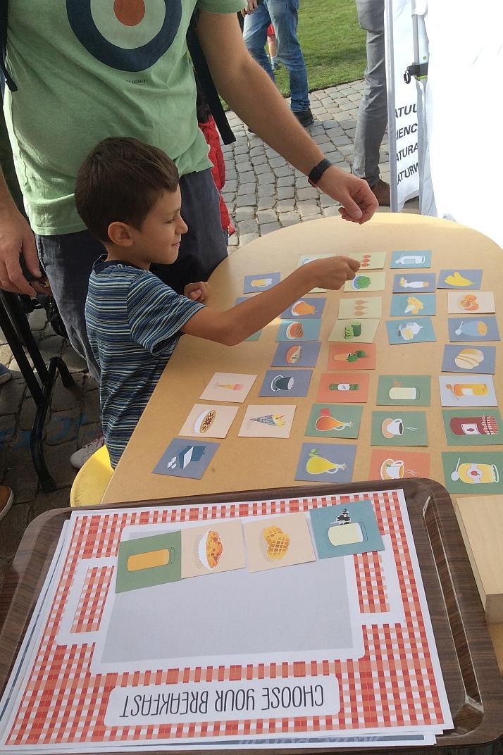 Een kind dat het bestuivingsspel speelt (foto: KBIN-KBVE)
