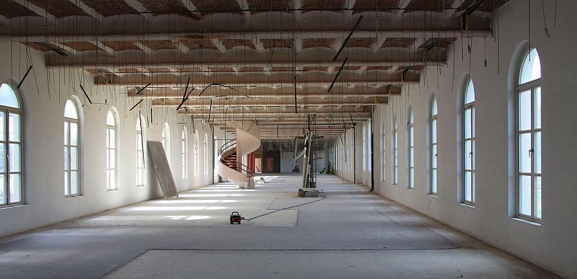 La salle Mammifères entièrement vidée de ses vitrines dont seuls les emplacements sont encore visibles au sol (photo prise le 28 avril 2015, © IRSNB)