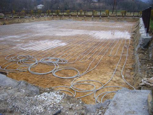 Installation d'un système d'exploitation horizontal du potentiel géothermique peu profond (1 m de profondeur)