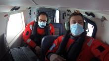 Minister van Noordzee Vincent Van Quickenborne en operator Ward Van Roy tijdens de sniffermissie boven de Noordzee. Beeld: KBIN/BMM