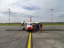 Les deux gagnants et l'avion OO-MMM.